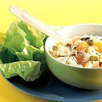 Zoete rijstsalade met fruitcocktail