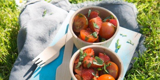Tomatensalade met aardbeien