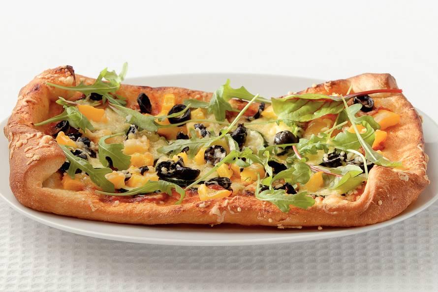 Pizza verdure met rucola
