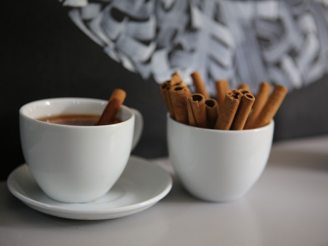 Herfst kaneelkoffie