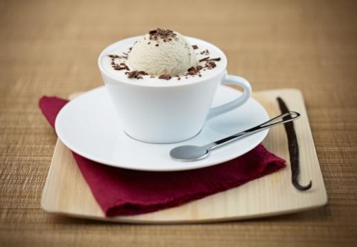 Warm-koude vanillekoffie met karamel