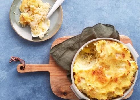 Zuurkoolschotel met ananas en kaas