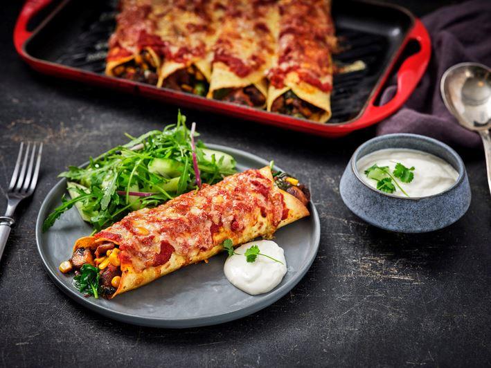 Enchilada's met paddenstoelen, spinazie en komkommersalade