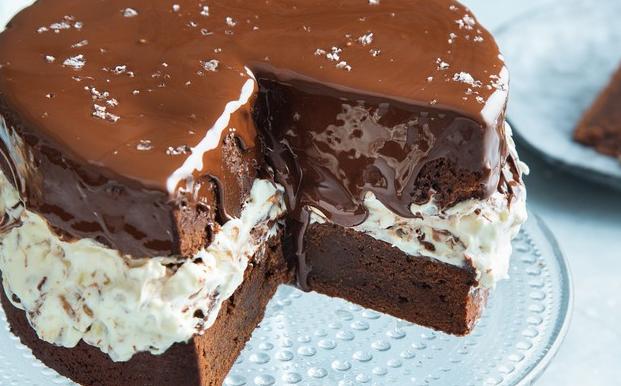 Smeuïge chocoladetaart met crème fraîche en noten