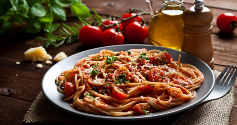 Pasta met tomaten en mozzarella